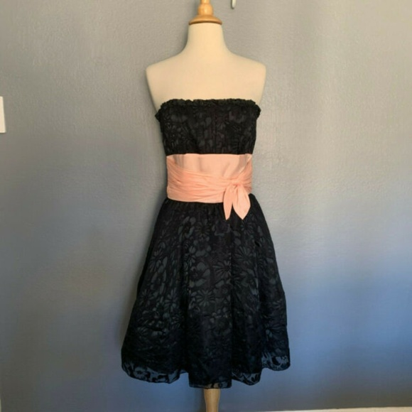 Betsey Johnson Dresses & Skirts - BETSEY JOHNSON Prom Dress Strapless with pink bow